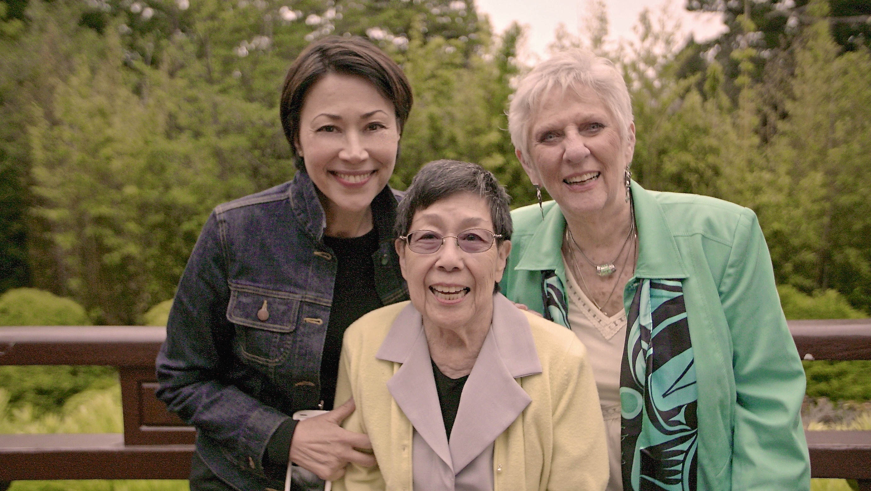 Ann Curry standing with World War Two survivors